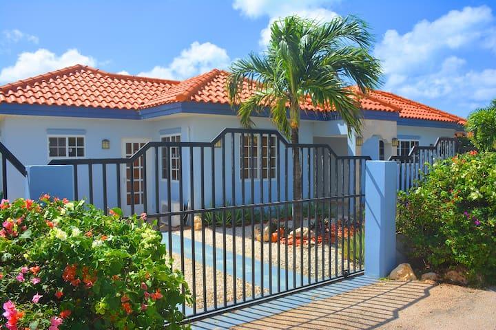 Blue Villa - Private Pool-Close to Beach-Free WiFi