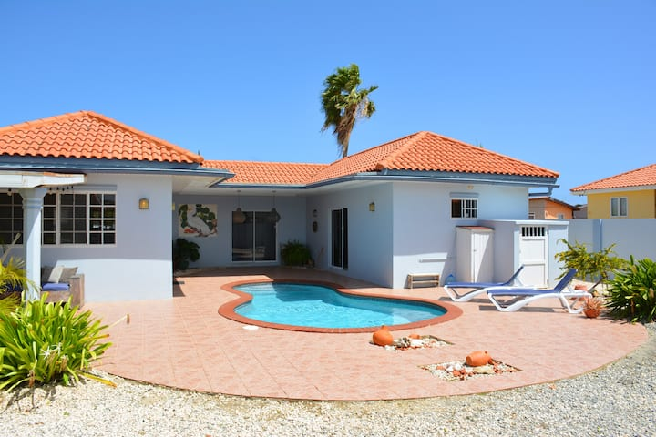 Blue Villa - Private Pool-Close to Beach-Free WiFi