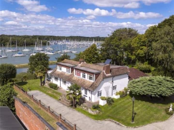 6 Bed Waterside House with Annexe, Garden & Pool