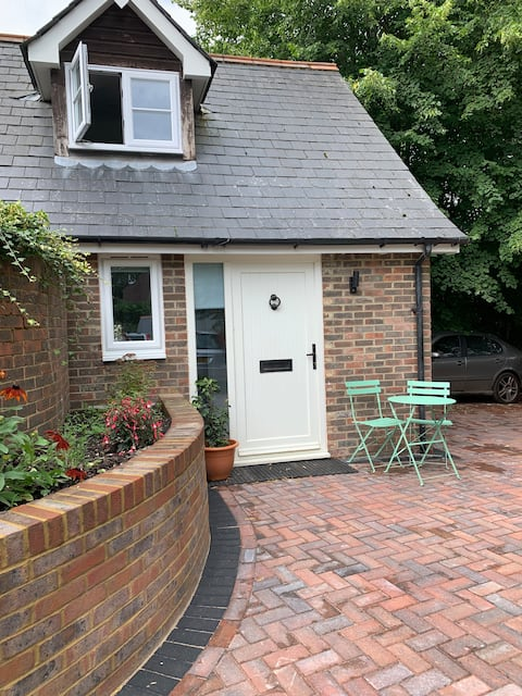 A Bolthole in The Bourne - a new detached annex