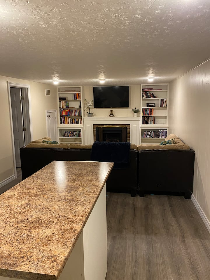 Apartment close to UWO w/ Easy Downtown Access