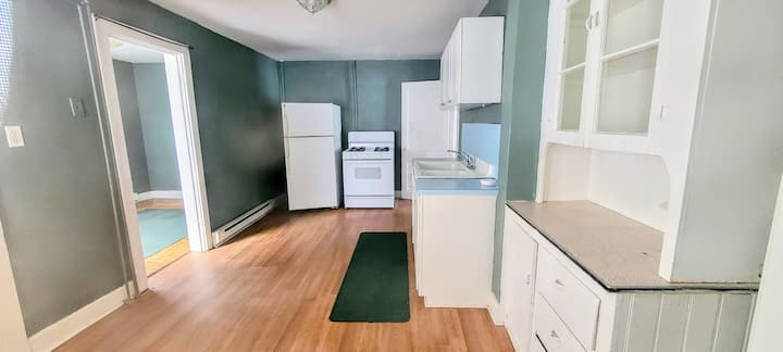 Downtown Torrington Pvt Unit (close to theater)