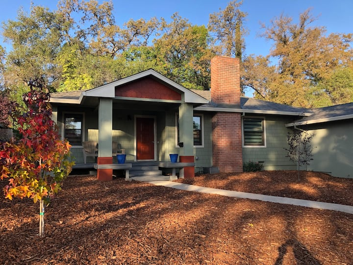 Remodeled Auburn gem in perfect central location