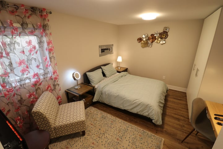 2 Bedroom Suite In The Heart Of Thornhill
