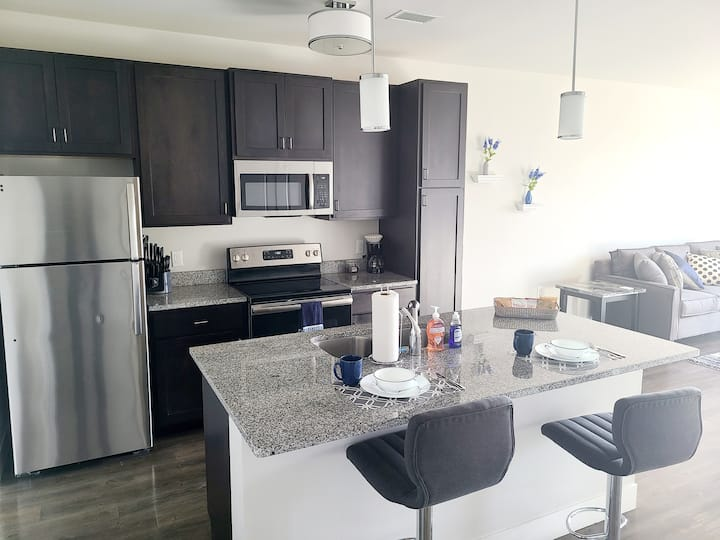 King Suite- Prime CWE Spot w/ Lux Amenities (315)