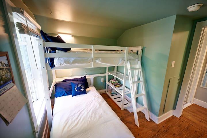 Loft beds in bedroom 3