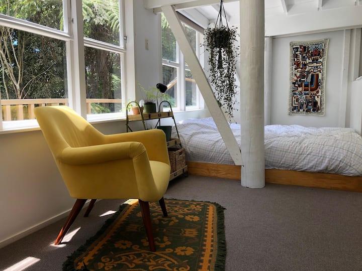 Private studio flat set in native NZ bush
