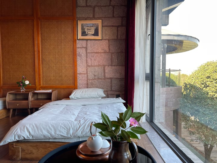 坐落在中式私家花园里的北欧风石头城堡,落地窗榻榻米2号
