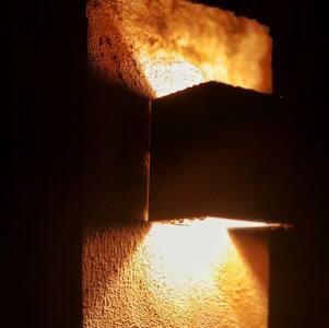 Iluminação em toda a propriedade sem necessidade de interação humana para acendê-la. Empatia.
