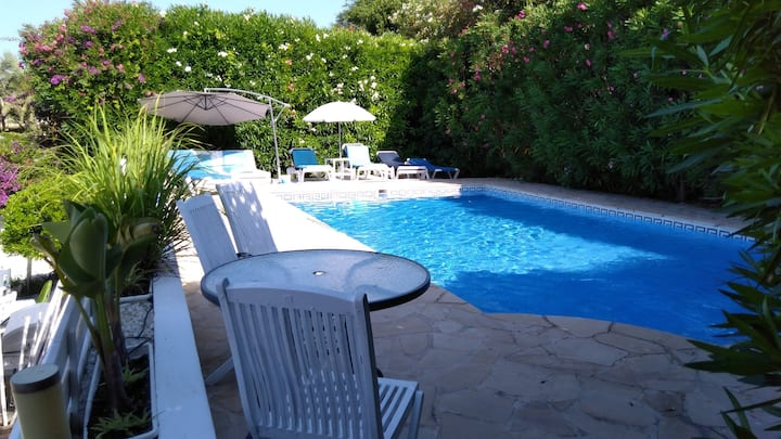 Beautiful Family Villa 10mins walk of the Beach