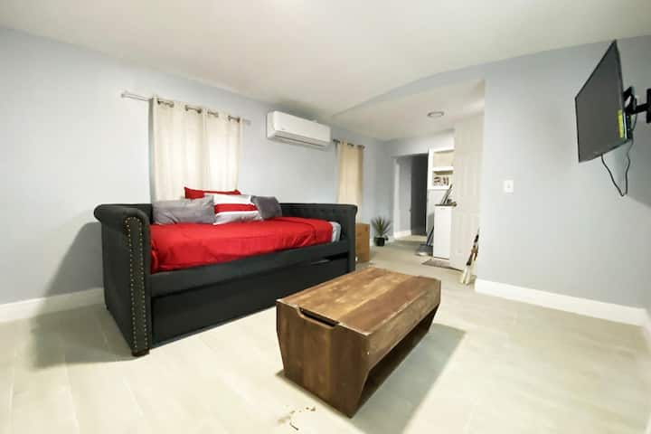 Tiny House near beach/wynwood/airport sleeps 4