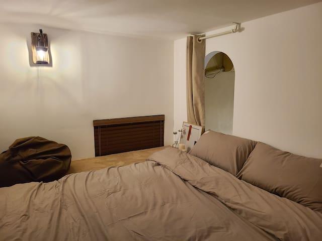 楼上卧室2
