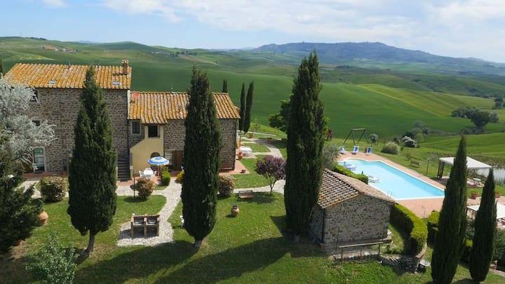 Amazing view Tuscan apt Lucertola 5 ,near Volterra