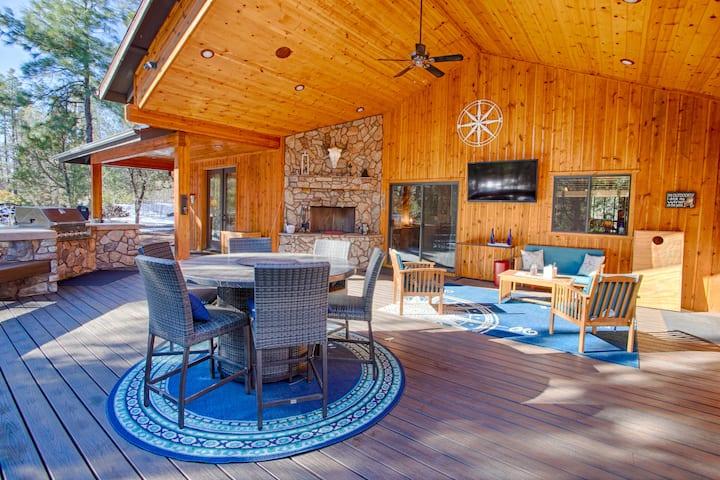 J & J White Mountain Retreat - Ideal Year-Round!
