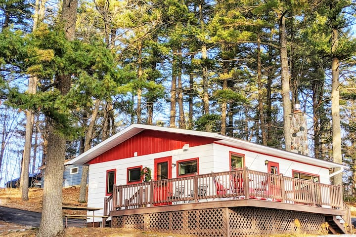 Newly Remodeled- The Cardinal Cabin, Wood Lake, WI