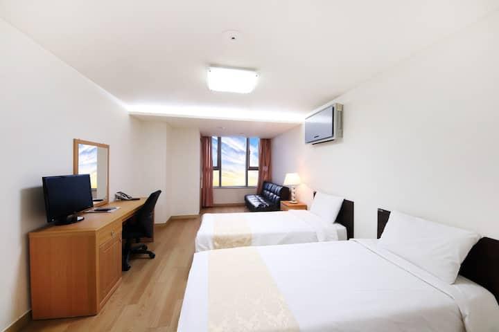 현대 레지던스 (Hyundai Residence) 장기 숙박 플랜 트윈룸[2인]