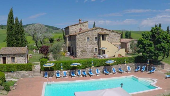 Amazing view Tuscan apt Lucertola 1, near Volterra