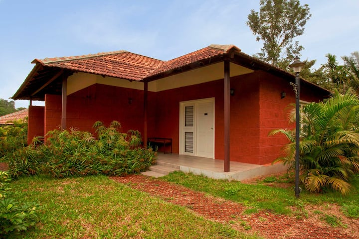 Clover Holiday 2BR w/breakfast & games room, Coorg