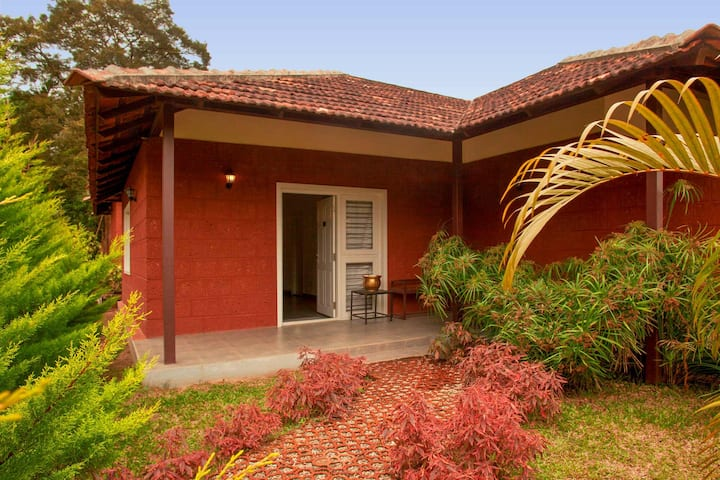 Clover 2BR w/breakfast & meditation area in Coorg