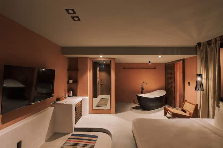 Deluxe Room with bathtub/Smart TV - THE ARATANA