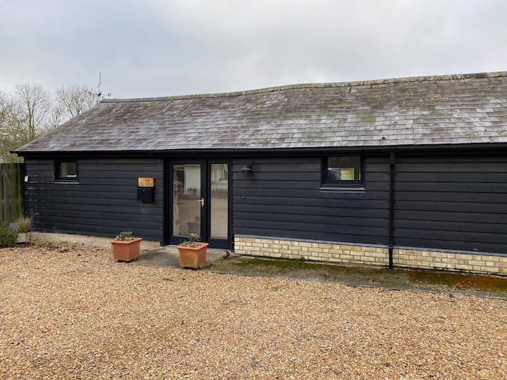 Cosy 2 Bed in a countryside setting near Cambridge