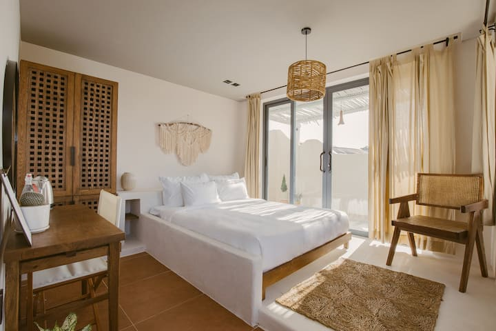 Superior Room w large balcony- THE ARATANA