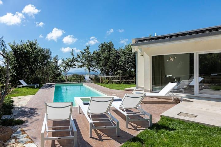 Modern villa with heated pool and sauna