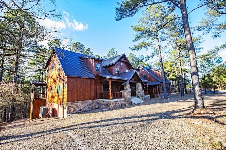 STONE MOUNTAIN LODGE, New, rustic, beautiful cabin