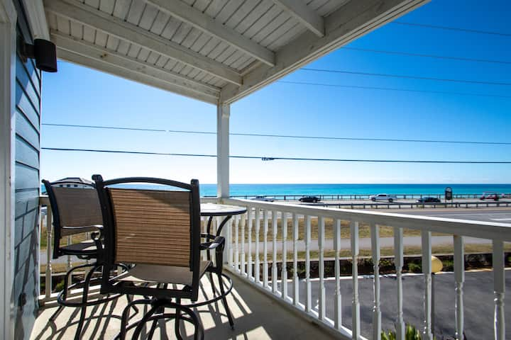 1BR/1BA Summer Breeze Condo Across From Beach!