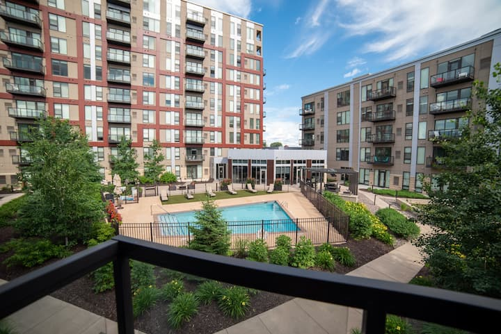 Courtyard views of the pool & A+ amenities!