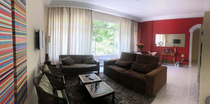 Suite in Ipanema - 1 block away from the beach.