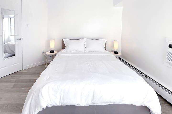 """Bedroom #2 - with 1 Queen bed (60"""" x 80"""")"""