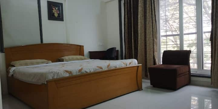 Comfortable room for WFH/Solo Travellers - AC/WiFi