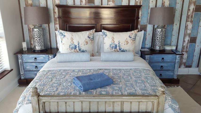Family Unit Peace main bedroom