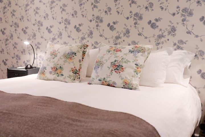 Habitación Estandard, pueden prepararse con cama matrimonial o camas separadas. Tiene baño privado.