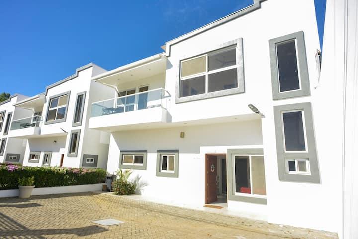 12 invitados!Villa de Playa,3dormitorios, Piscina.