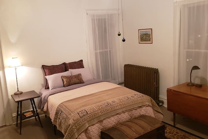 Large 4th bedroom with Queen Bed