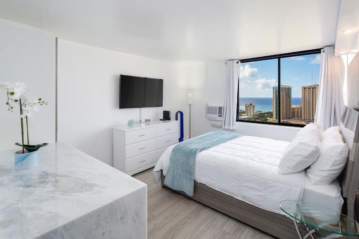 Full Ocean and Waikiki View Modern Studio