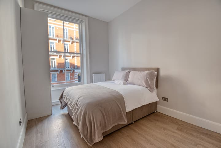 Light Studio Flat - Brand New - Chelsea