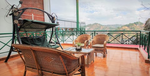 Cozy Cottage ❤| Spacious Balcony | Kasauli Resort