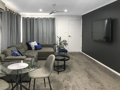 Modern 1 Bed Unit on King St   Deck + Netflix!