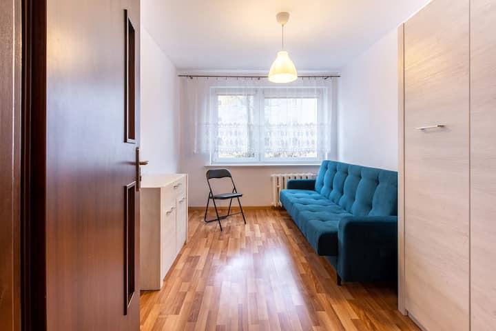 Pokój w mieszkaniu ze wspólną kuchnią i łazienką 1