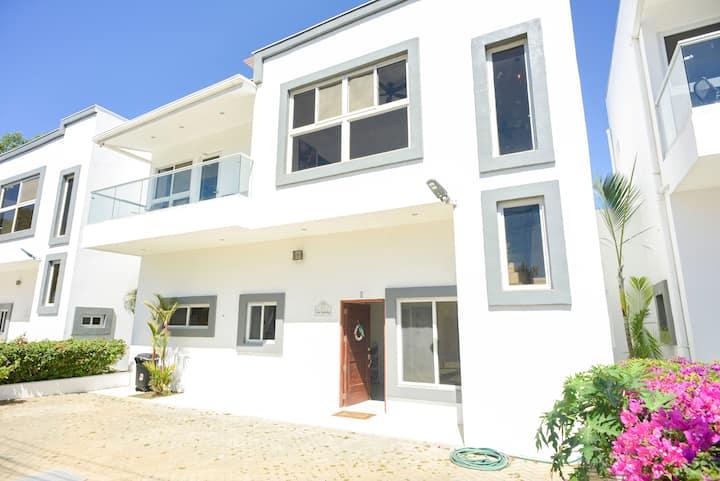 Villa de 3 dormitorios, piscina, A/C, 12huéspedes.