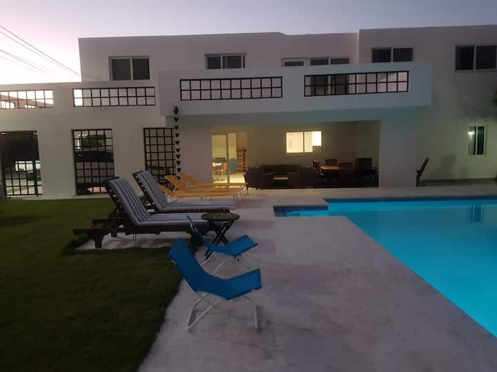 Punta Cana Villa close to beaches & private pool
