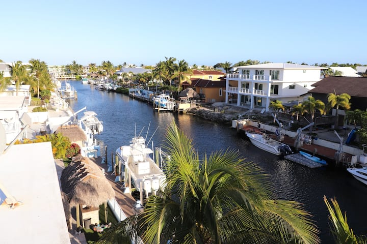 3 BED HOME w DOCK MINUTES TO OCEAN! BOOK NOW!!