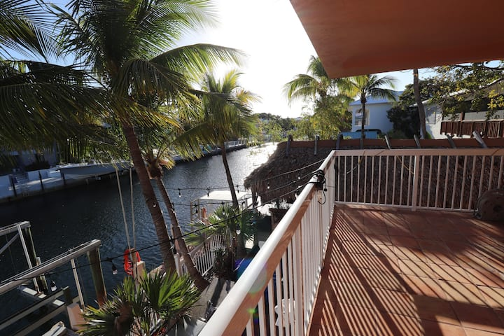 INCREDIBLE 3 BED HOME IN PORT LARGO w FREE DOCKAGE