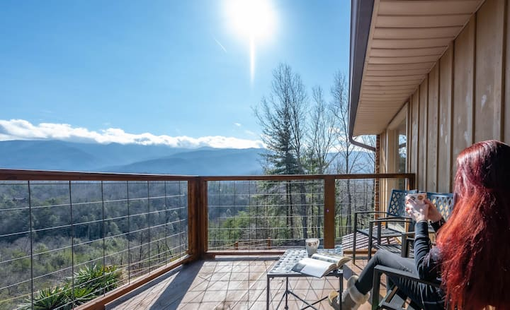 VIEW Home in Cobbly Nob w/ Hot Tub and WiFi