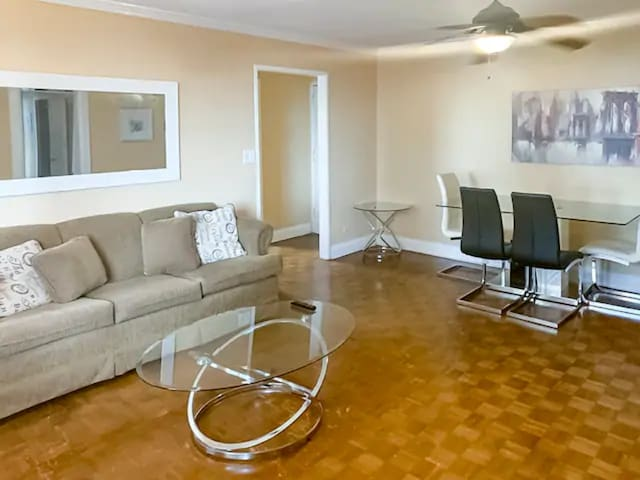 2 Bedroom (Penthouse Level), Center of Downtown!
