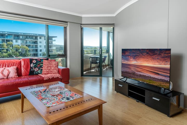 Truly spacious & revived/1BR/5 guest Braddon home