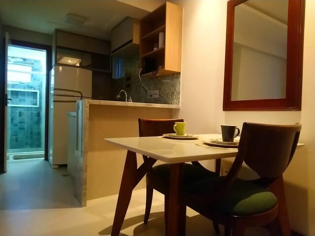 Sala com mesa